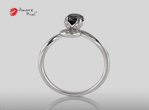 Anillo de compromiso de oro blanco de 18k con un diamante de: 0.42 puntos Color- Negro Claridad- N/A (71/29)