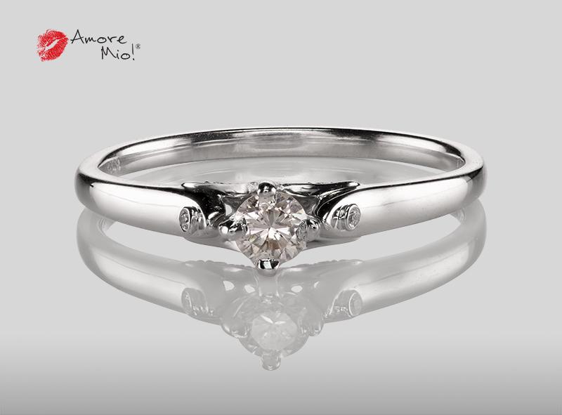 Anillo de compromiso de oro blanco de 18k con un diamante de: 0.15 puntos Color- H Claridad- SI1 (67/33)