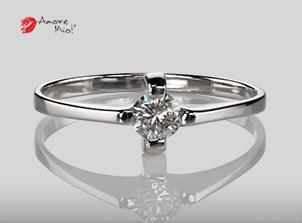 Anillo de compromiso de oro, con diamante central de: 0.27 Puntos Color- E Claridad- SI1 (31/69)