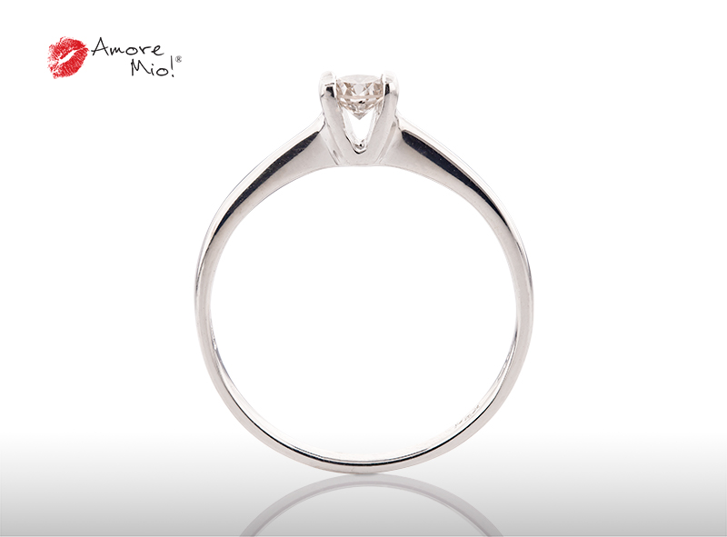 Anillo de compromiso de oro, con diamante central de: 0.19 Puntos Color- G Claridad- VS2 (37/63)