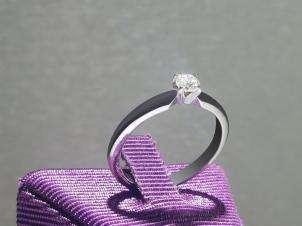 Anillo De Platino, Con Diamante Central De:  0.21 Puntos Color- G Claridad- SI1