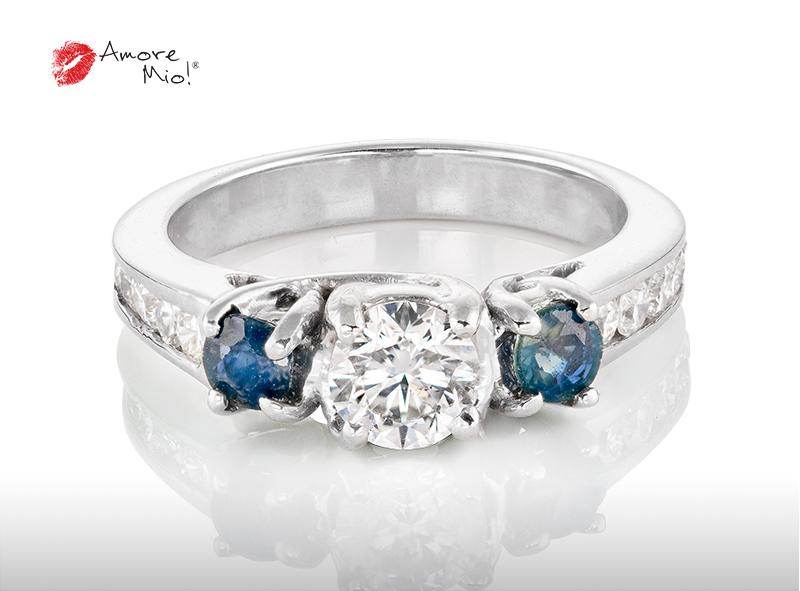 Anillo de compromiso de oro, con diamante central de: 0.51 Puntos Color- G Claridad- SI1